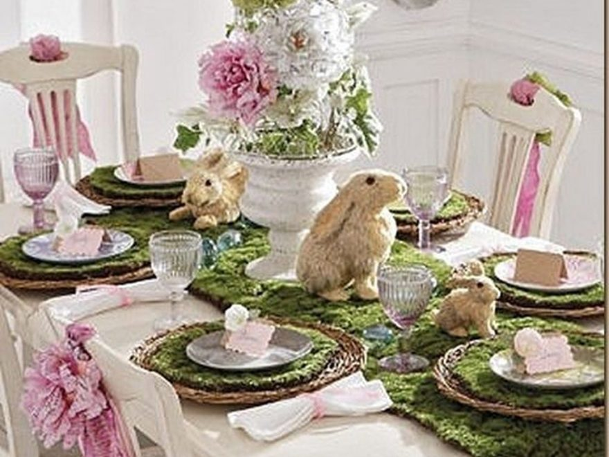 Amazing Bright And Colorful Easter Table Decoration Ideas 43