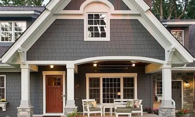 Beautiful Farmhouse Exterior Paint Colors Ideas 30 - HOMYHOMEE