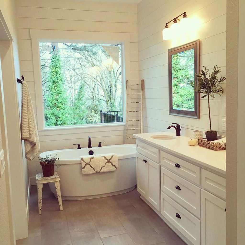 Relaxing Farmhouse Bathroom Decor Ideas
