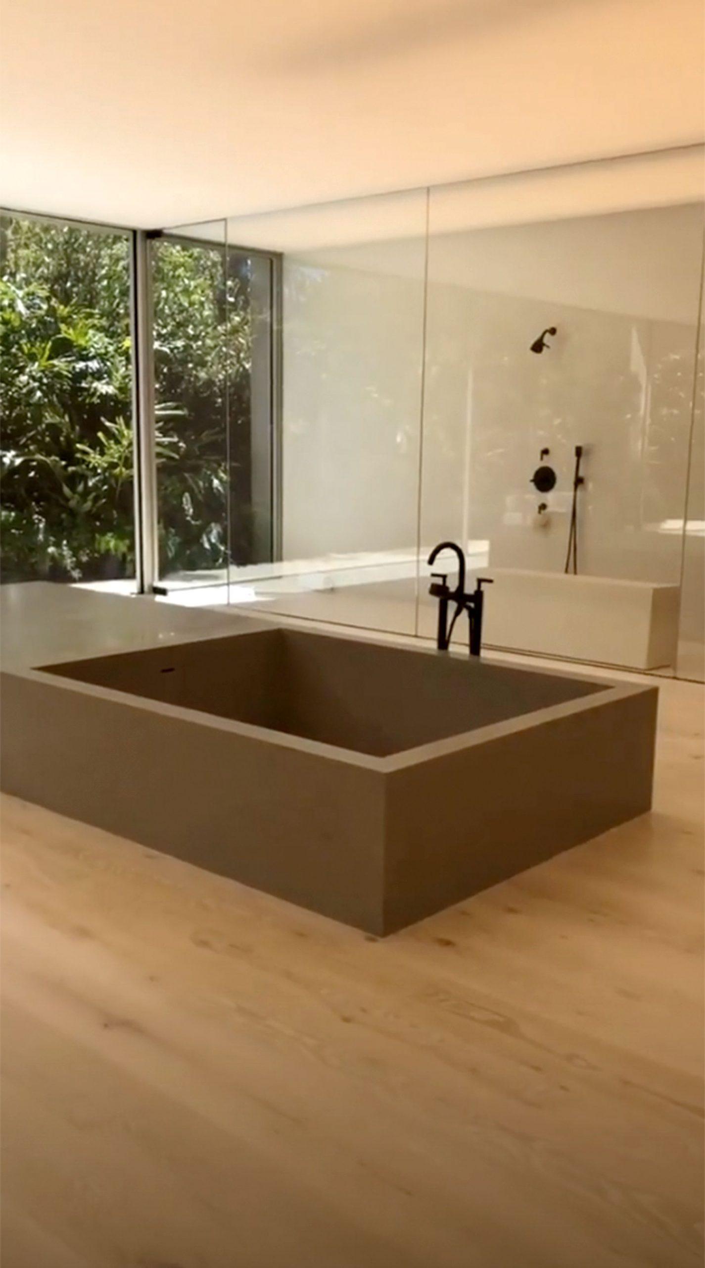 Kim Kardashian Bathroom